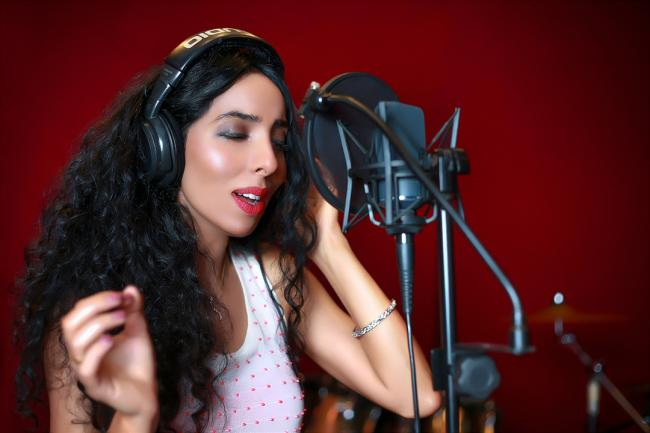 Singer Arzutra to be represented by Oceanic Media