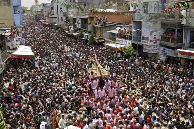 Picture of the Day: Procession attracts thousands