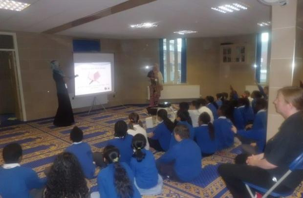 School children visit Rochdale mosque