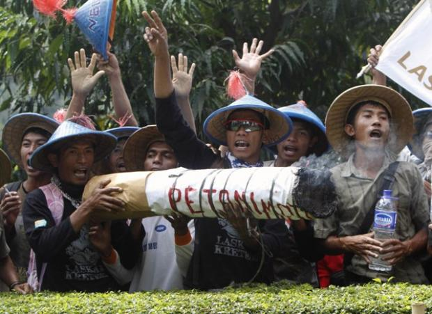 Picture of the day: Tobacco protest