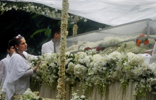 Crowds pay final respects to Rajesh Khanna