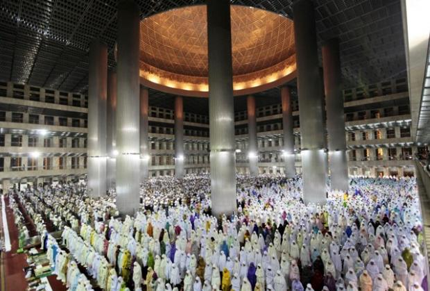Picture of the Day: Ramdahn Tarawih's in Indonesia