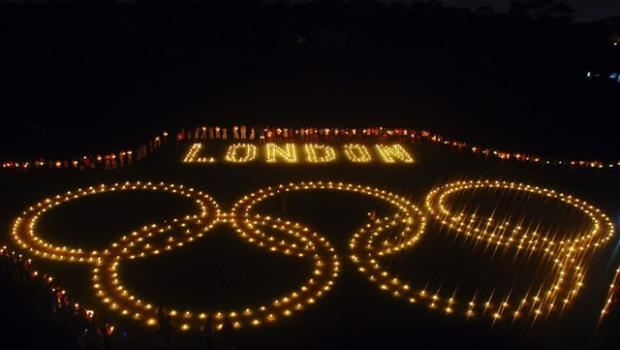Asian Image: Students build Olympic rings with candles