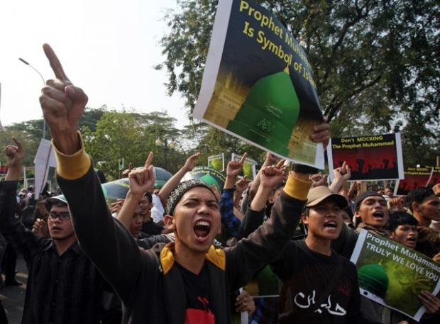 "Asian Image: Indonesian Muslims shout slogans as they hold a banner which reads ""Prophet Muhammad is symbol of Islam"""