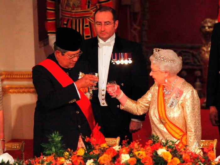 Queen Elizabeth II toasts Indonesian President Susilo Bambang Yudhoyono at a state banquet in his honour at Buckingham Palace, London, on the first day of his State Visit to the UK.