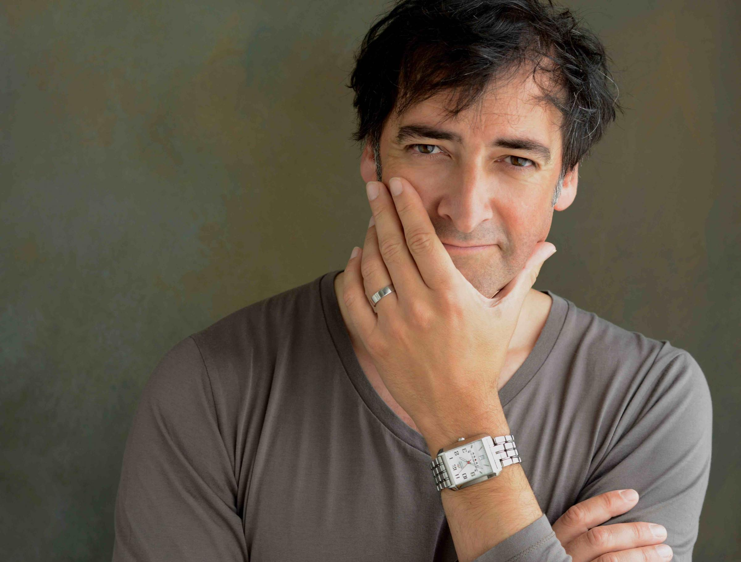 Comedian Alistair McGowan to host fifth Asian Awards