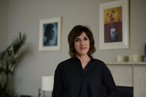Shereen Nanjiani at home with her cat Thomas. Photograph: Kirsty Anderson