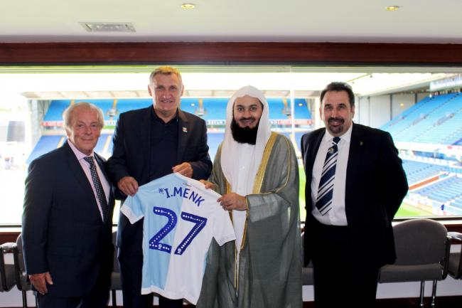Mufti Menk opens new multi-faith prayer room at Blackburn Rovers