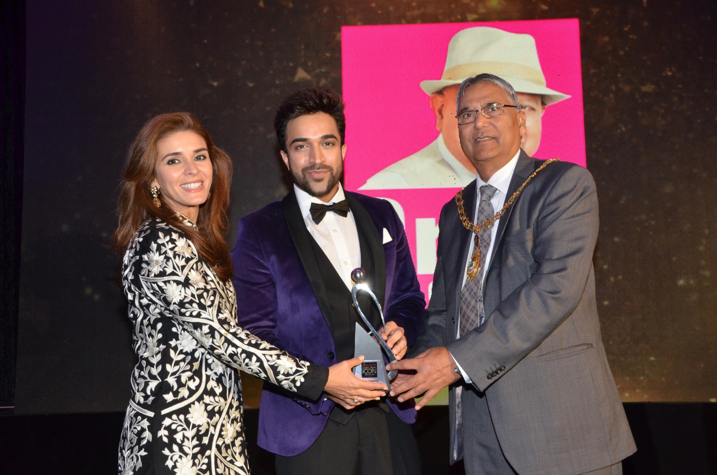 Navin Kundra – Award for outstanding achievement and excellence in Music