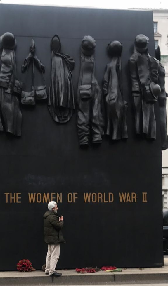 Man spotted performing Muslim Dua at World War Two memorial