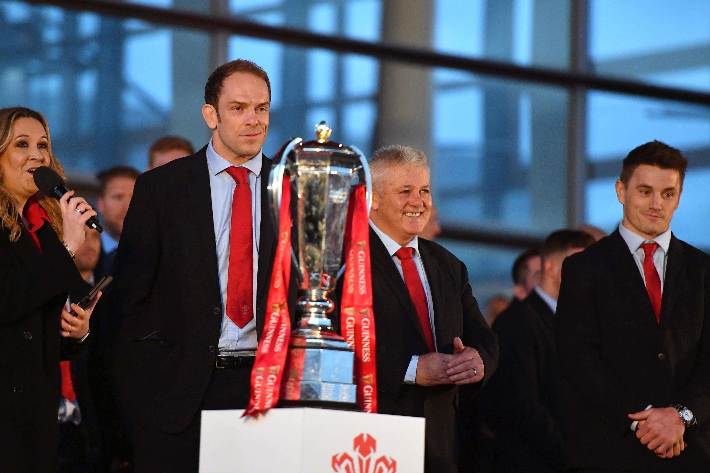 Alun Wyn Jones gave no hints on Warren Gatland's future.